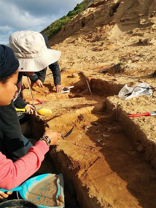 Clues to How <em>Homo sapiens</em> Conquered Earth Emerge from Digs in South Africa [Slide Show]
