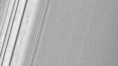 NASA's Latest Saturn Images Run Rings around Earlier Pix