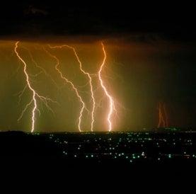lightning-in-thunderstorm-over-denver