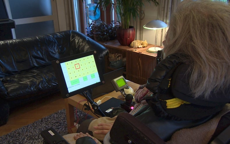 """Wireless Brain Implant Allows """"Locked-In"""" Woman to Communicate"""