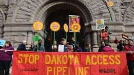 Trump Signs Orders Advancing Keystone, Dakota Pipelines