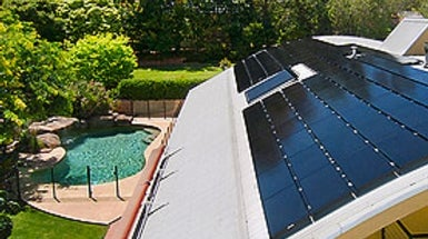Middle Class Homeowners Flock to Rooftop Solar
