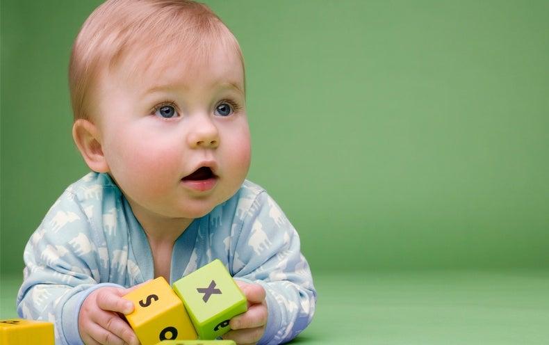 Les bébés apprennent ce que les mots signifie avant de pouvoir les utiliser