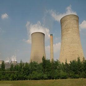 U.K. Keeps Old Reactors and Plans New Ones
