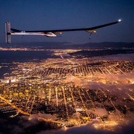 solar-impulse-hb-sia-flying-at-night