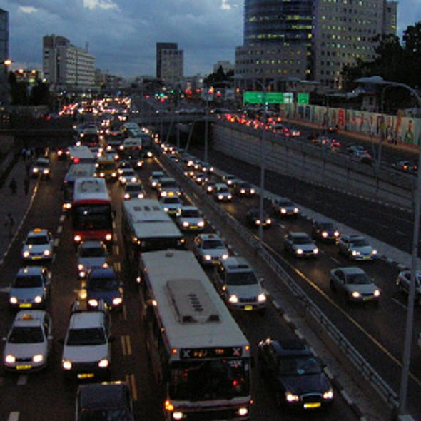 How Traffic Jams Decentralize Cities