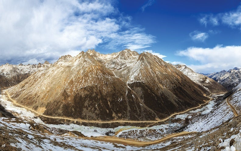The Surprisingly Early Settlement of the Tibetan Plateau