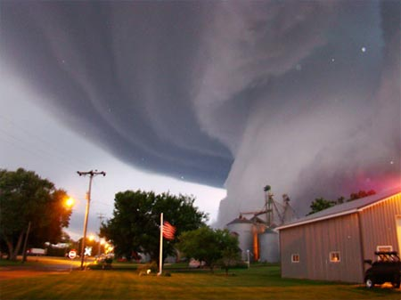 U.S. Tornadoes Form in Swarms