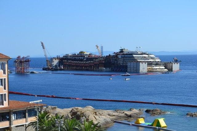 Massive Convoy to Assist Wrecked <i>Costa Concordia</i> out to Sea