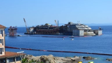 Massive Convoy to Assist Wrecked <i>Costa Concordia</i> out to Sea