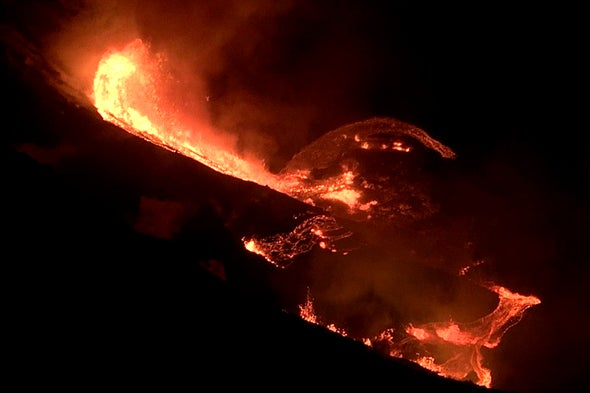 Hawaii's Kilauea Volcano Erupts with Dramatic Lava Fountains