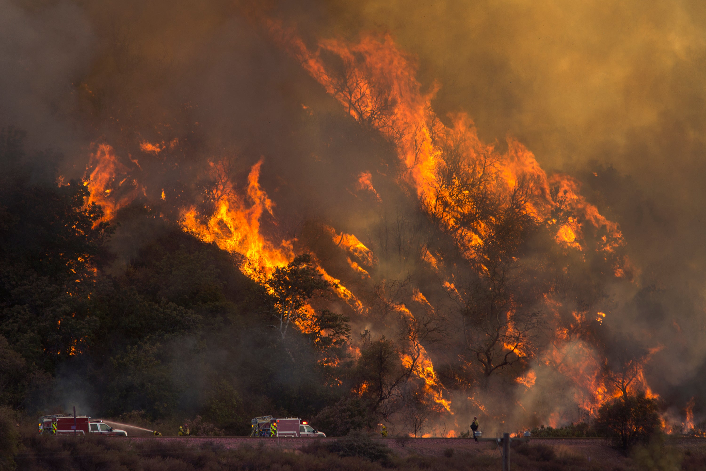 California wildfire season: warm weather making it longer and stronger foto