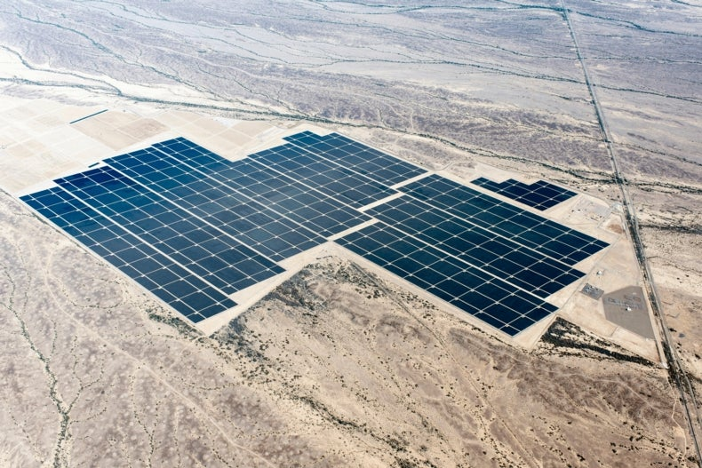 World's Largest Solar Array Set to Crank Out 290 Megawatts of Sunshine Power