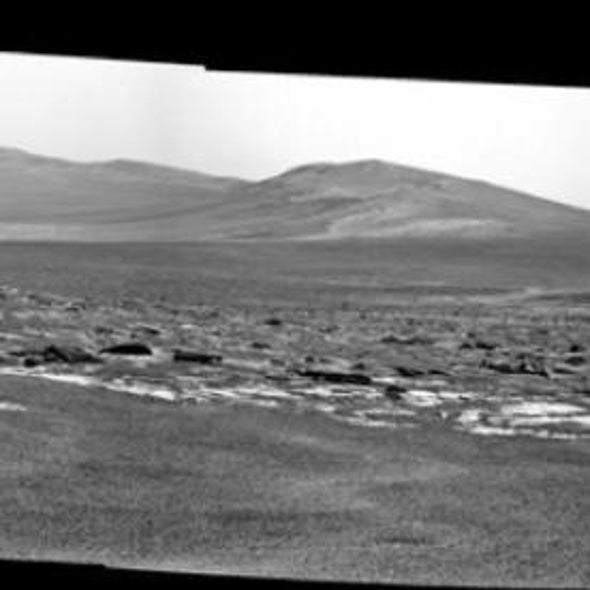NASA Rover Nears Rim of Giant Crater on Mars