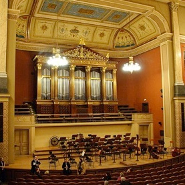 Naive Notes: Creating a Music Hall for Nonexpert Listeners